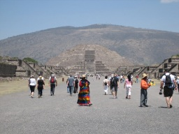テオティワカン月のピラミッド